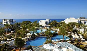 Überblick über den Poolbereich, Garten- und Hotelanlage