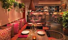 Sitzbänke und Barbereich im restaurant