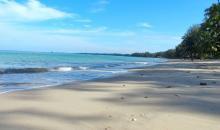 Schöner Strand in Thailand
