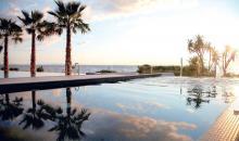 Pool bei Sonnenuntergang