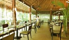 Restaurant mit Gartenblick
