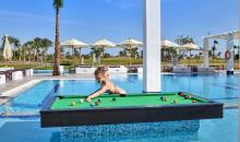 Billard am Pool