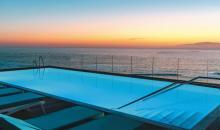 Sicht vom Pool aufs Meer
