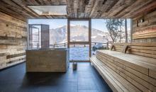 Sauna mit Blick auf die Winterlandschaft