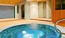 Whirlpool im Wellnessbereich