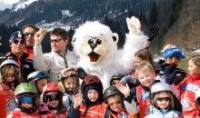 Kinder mit Yeti