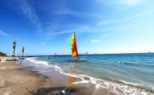 Katamaran auf dem Weg ins Meer