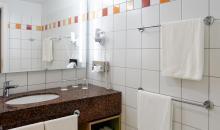 Badezimmer in einem der Hotelzimmer