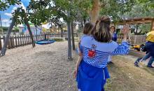 Kinderspielplatz mit Betreuung