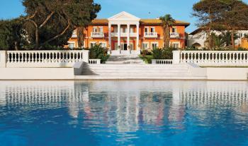 Haupthaus mit Pool