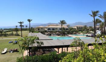Blick auf Anlage und Pool