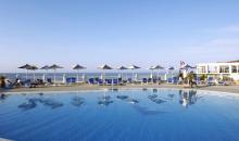 Pool mit Blick auf Strand