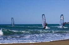 Surfer vorm Strand