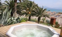 Whirlpool mit Blick auf Strand
