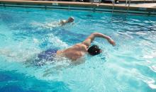 Schwimmen im Pool