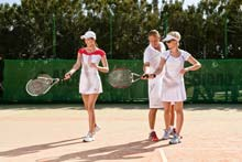 Tennis-Spielerinnen beim Kurs