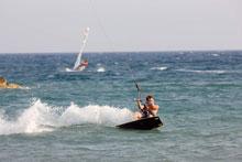 Kitesurfer im Wasser