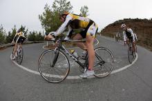 Rennradfahrer auf einer Straße
