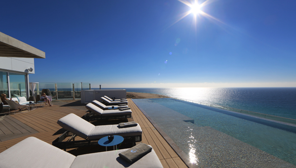 Infinity Pool und Rooftop Bar
