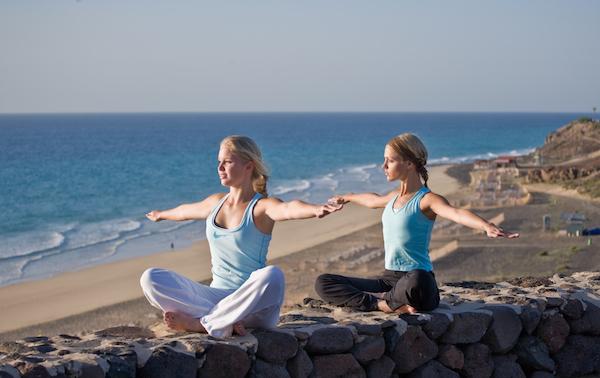 Yoga am Strand im Robinson Club Esquinzo Playa