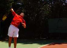 Tennis-Spieler beim Aufschlag
