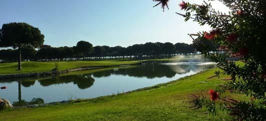 Blick auf den Golfplatz-See