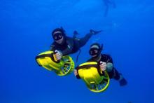 Freediving mit unterwasser Scootern