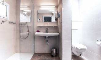 Doppelzimmer/Dreibettzimmer im Bungalow