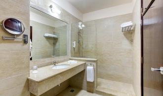 2 Zimmer mit Verbindungstür Bad