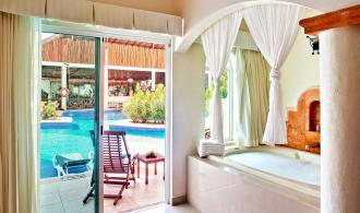 Swim Up Jacuzzi Junior Suite