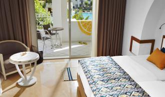Doppelzimmer mit Poolblick