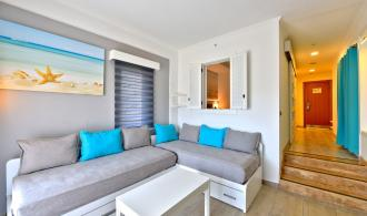 Suite with sliding doors, balcony or terrace and whirlpool