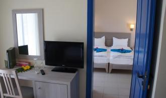 Familienzimmer im Bungalow mit Verbindungstür und Meerblick