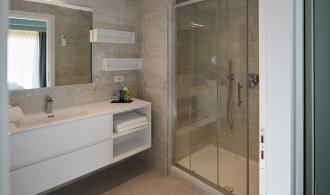 Doppelzimmer / Einzelzimmer mit Poolblick