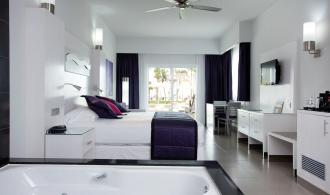 Juniorsuite Jacuzzi Villa
