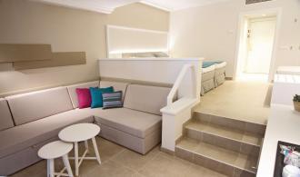 Kombiniertes Wohn/- Schlafzimmer